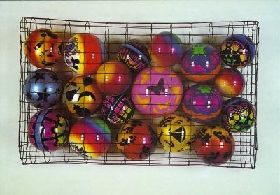 <b>19 ballons + cage</b> (1990)