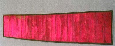<b>Bâche des armées alliées</b> (1961)<br/><i>Textile, peinture fluorescente, galon coton et oeillets métal (370x78)</i>